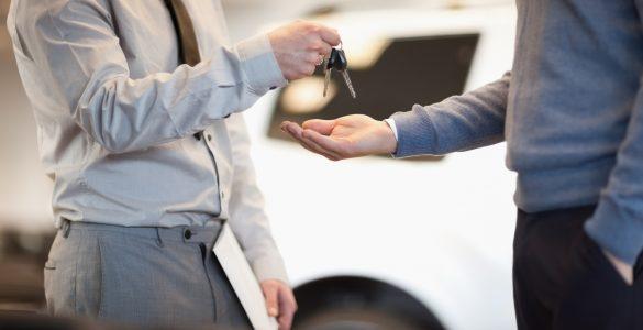 Schlüsselübergabe bei Opel-Händler