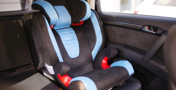 Kindersitz im Auto sicher befestigen: So funktioniert's